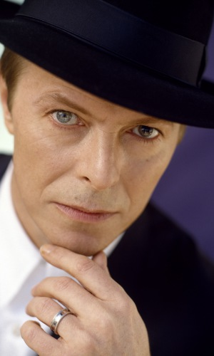 david_bowie_hat_look_face_ring_3330_300x500